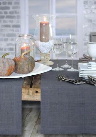 graue Tischdecken und Tischläufer