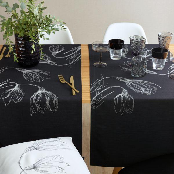 exclusiver Tischläufer BLACK DROPS mit handgeführter Stickerei
