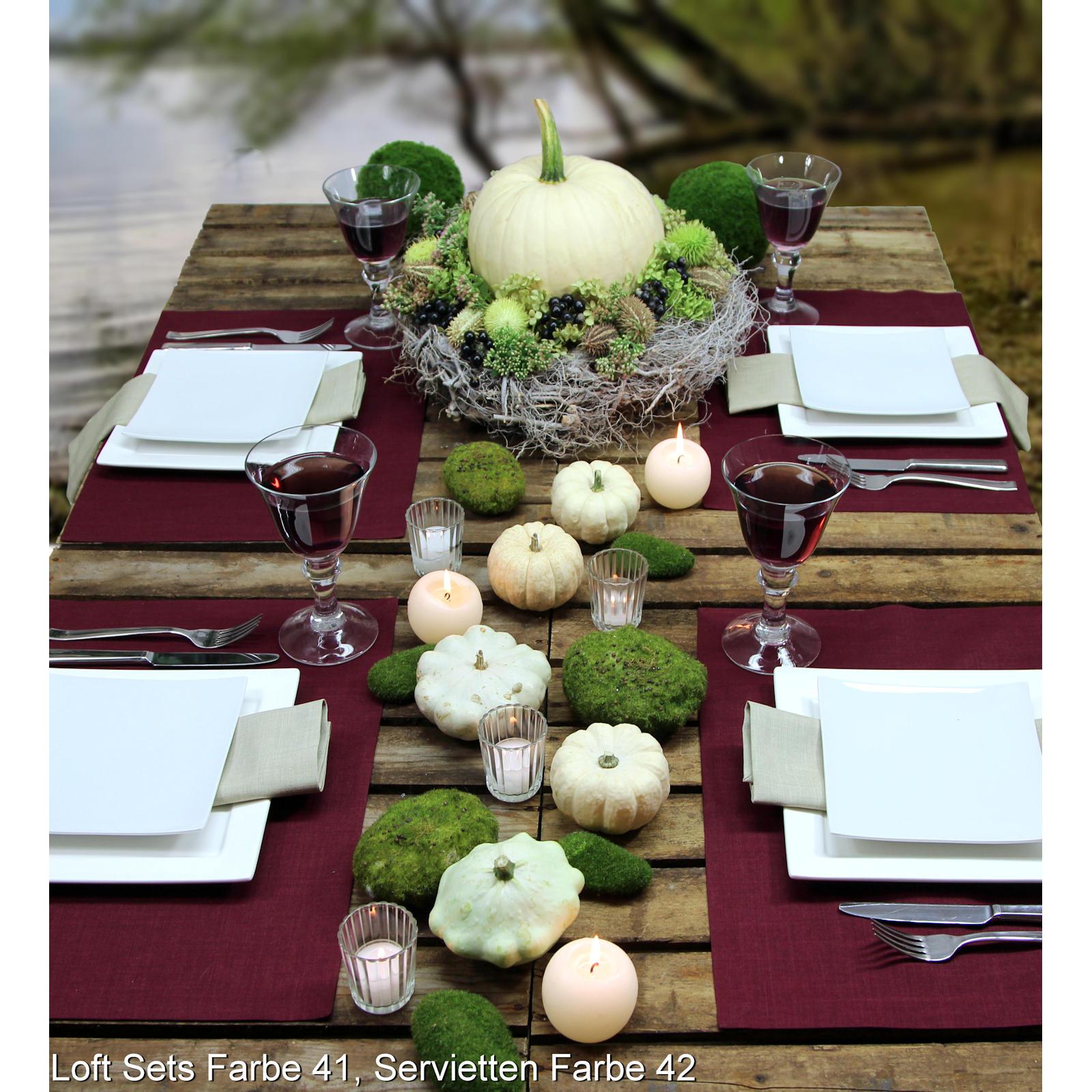 Gedeckter Tisch mit Kürbis. Tischsets von Sander